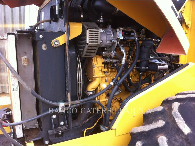 CATERPILLAR COMPACTEUR VIBRANT, MONOCYLINDRE LISSE CS-423E equipment  photo 13