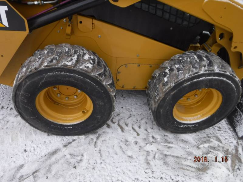 CATERPILLAR SKID STEER LOADERS 242D equipment  photo 9