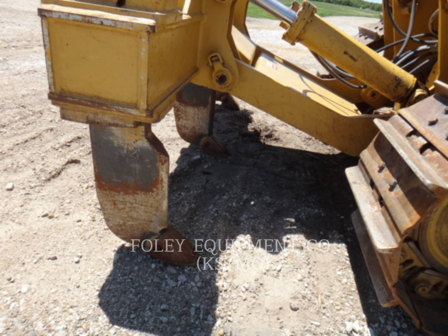 Detail photo of 2001 Caterpillar D6R from Construction Equipment Guide