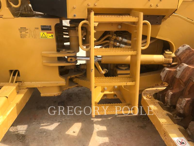 CATERPILLAR TRACTORES TOPADORES DE RUEDAS 815F II equipment  photo 10