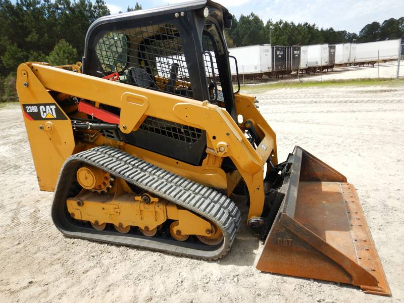 CATERPILLAR CHARGEURS TOUT TERRAIN 239D equipment  photo 2
