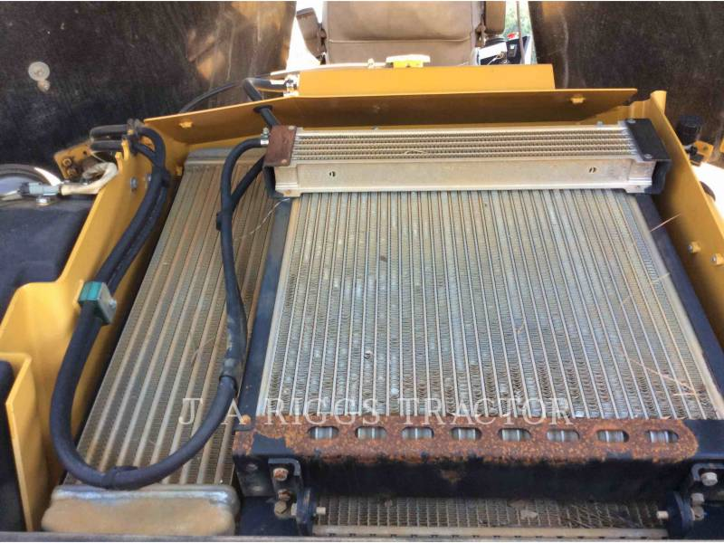 CATERPILLAR COMPATTATORE PER ASFALTO A DOPPIO TAMBURO VIBRANTE CB64 equipment  photo 23