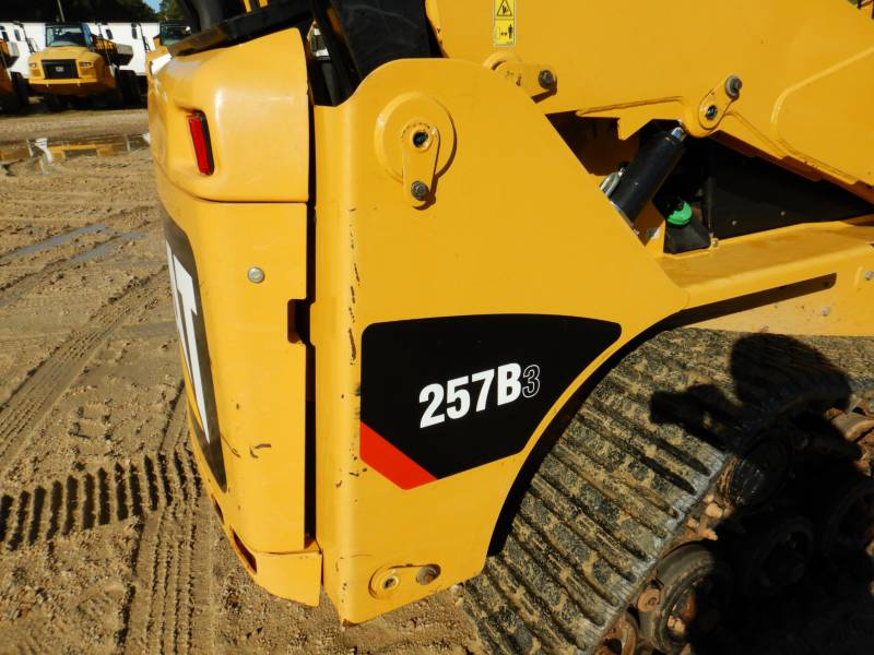 CATERPILLAR CHARGEURS TOUT TERRAIN 257B3 equipment  photo 21