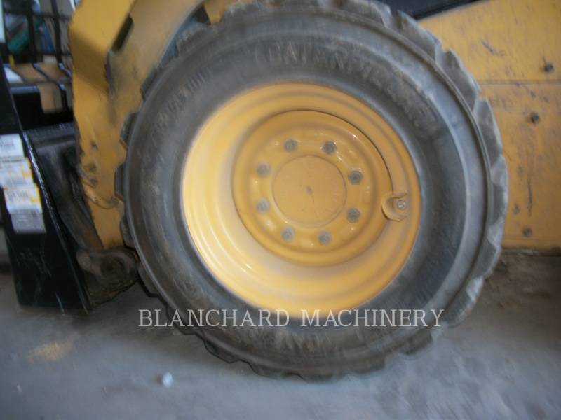 CATERPILLAR PALE COMPATTE SKID STEER 242D equipment  photo 9