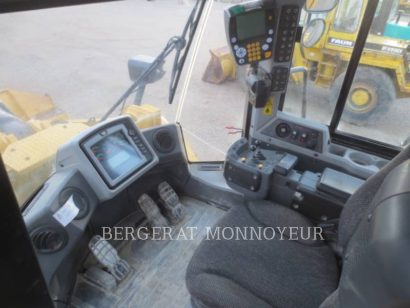 CATERPILLAR CARGADORES DE RUEDAS 972K equipment  photo 16