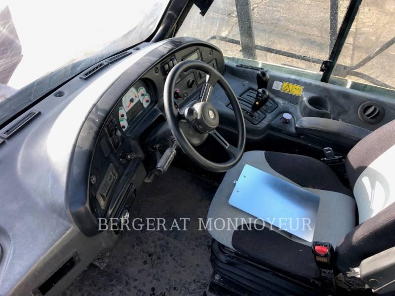 CATERPILLAR TOMBEREAUX ARTICULÉS 740 equipment  photo 5