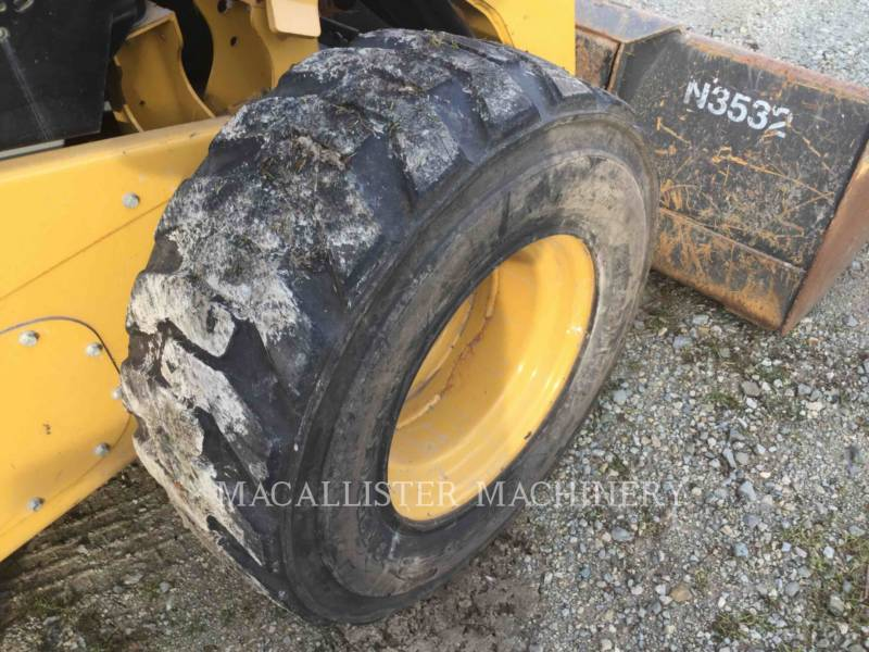 CATERPILLAR CHARGEURS COMPACTS RIGIDES 272D equipment  photo 12