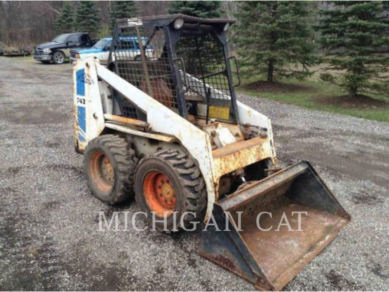 BOBCAT SKID STEER LOADERS 743 equipment  photo 2