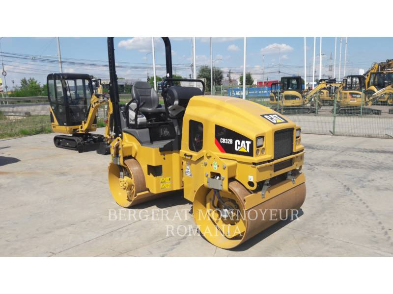CATERPILLAR VIBRATORY DOUBLE DRUM ASPHALT CB32BLRC equipment  photo 4
