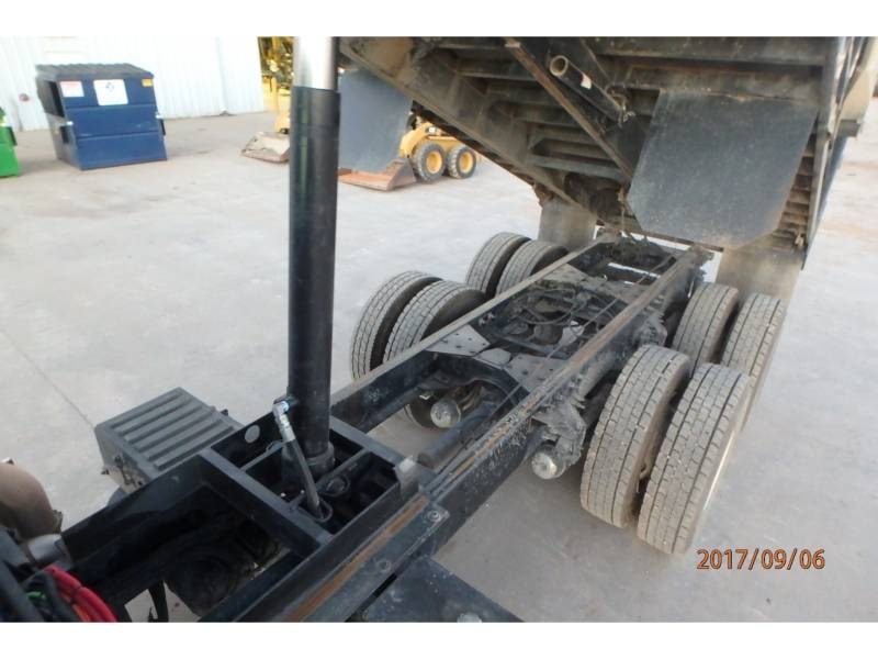 CATERPILLAR CAMIONS ROUTIERS CT660S equipment  photo 9