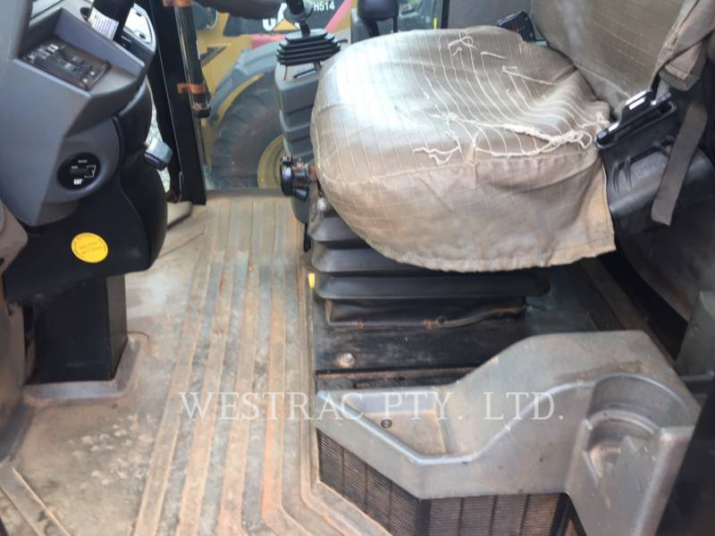 CATERPILLAR VIBRATORY SINGLE DRUM SMOOTH CS-563E equipment  photo 16
