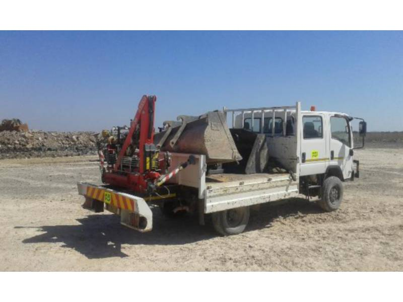 ISUZU TOMBEREAUX DE CHANTIER 300 WITH F38 FASSI CRANE equipment  photo 5