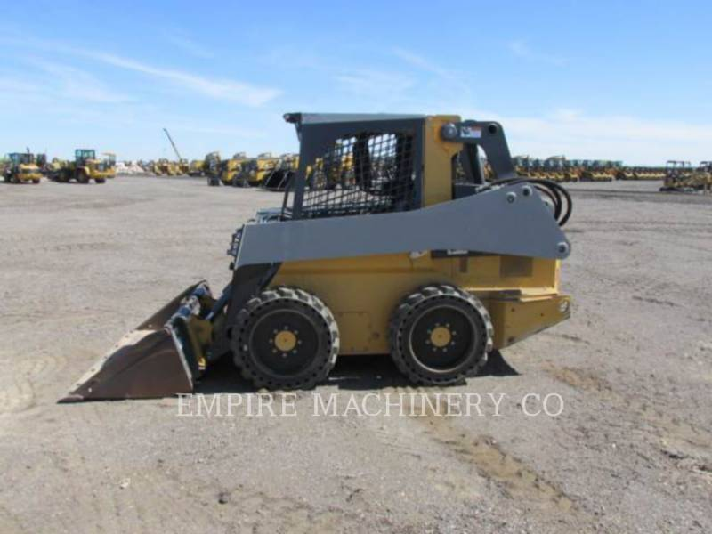 JOHN DEERE CHARGEURS COMPACTS RIGIDES 318E equipment  photo 6