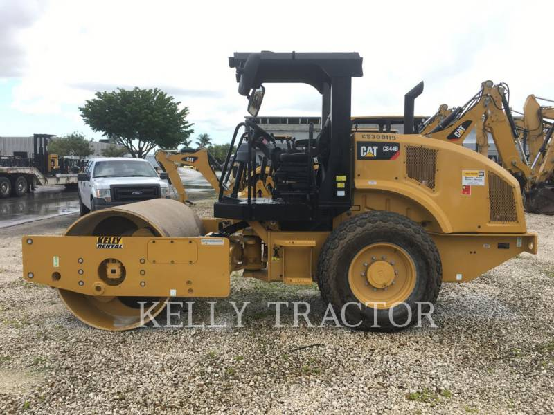 CATERPILLAR COMPACTEUR VIBRANT, MONOCYLINDRE LISSE CS44B equipment  photo 2