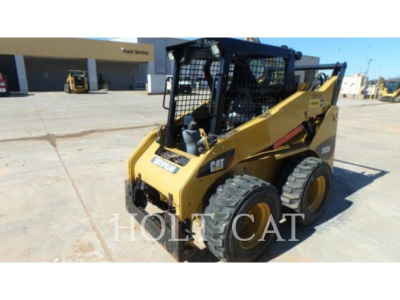 CATERPILLAR MINICARGADORAS 242B3 equipment  photo 2