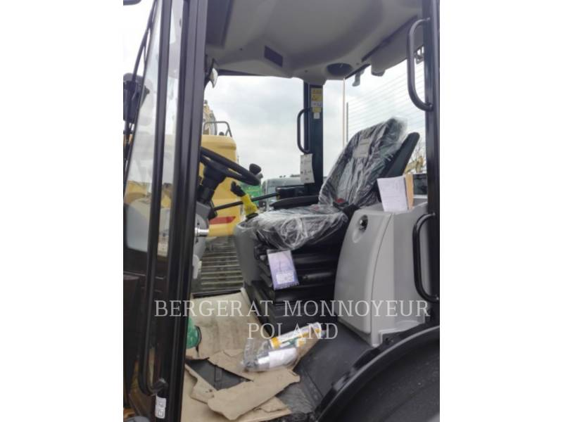 CATERPILLAR KNUCKLEBOOM LOADER 906M equipment  photo 11