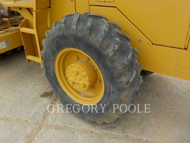 CATERPILLAR VIBRATORY SINGLE DRUM PAD CP-433C equipment  photo 17