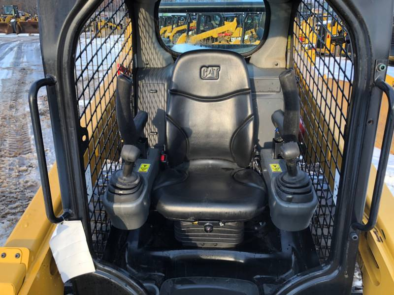 CATERPILLAR CHARGEURS COMPACTS RIGIDES 242D equipment  photo 19