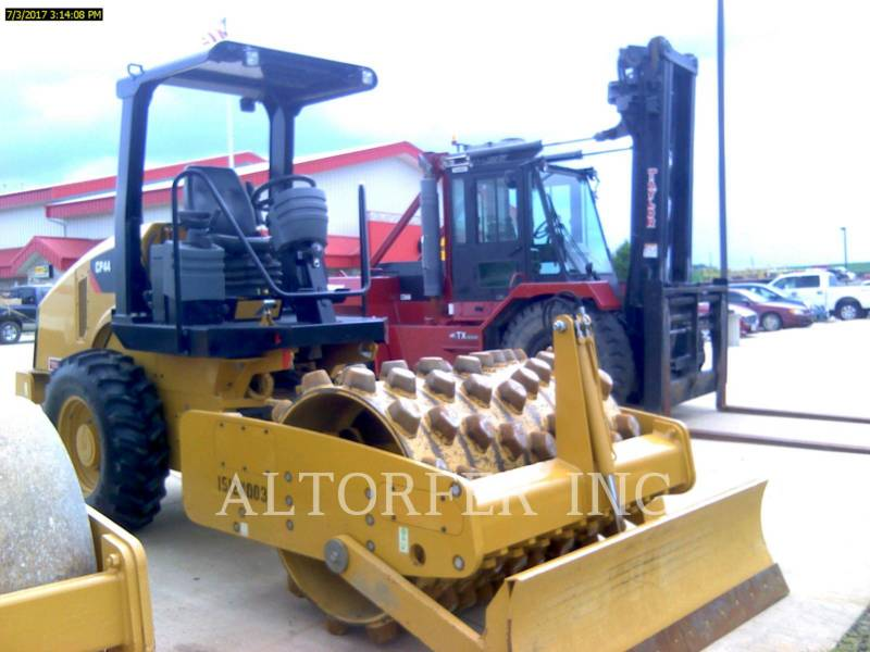 CATERPILLAR COMPACTEUR VIBRANT, MONOCYLINDRE LISSE CP44 equipment  photo 1