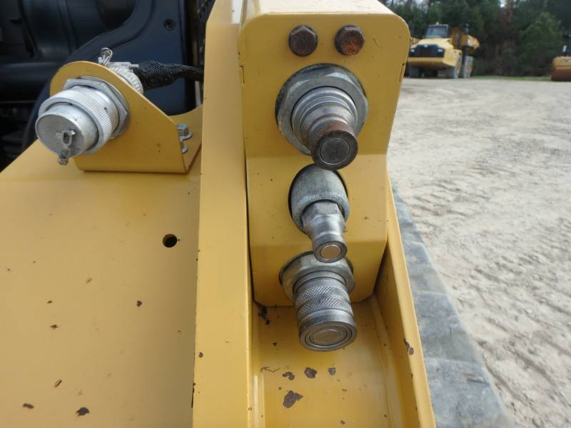 CATERPILLAR PALE CINGOLATE MULTI TERRAIN 299D equipment  photo 12