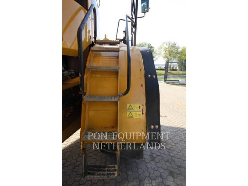 CATERPILLAR DUMPER ARTICOLATI 740B equipment  photo 17