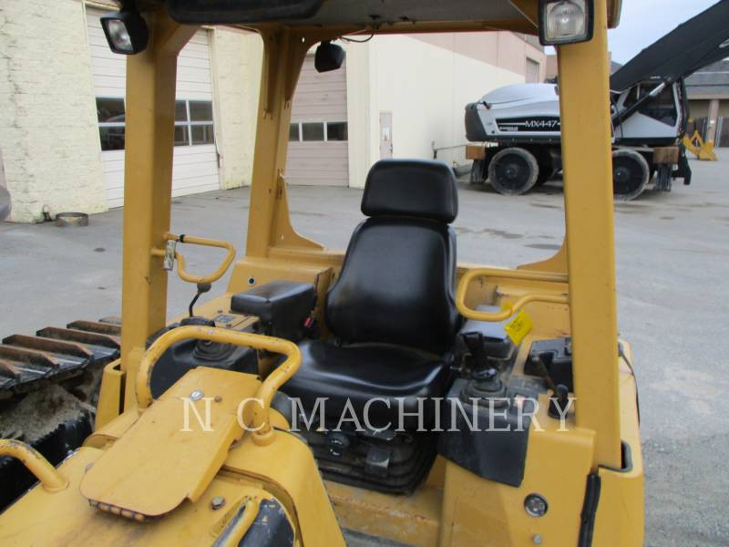 CATERPILLAR KETTENDOZER D5G XLCN equipment  photo 6