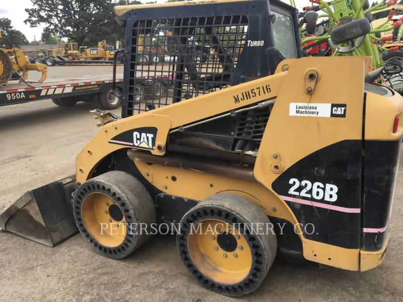 CATERPILLAR PALE COMPATTE SKID STEER 226B equipment  photo 1