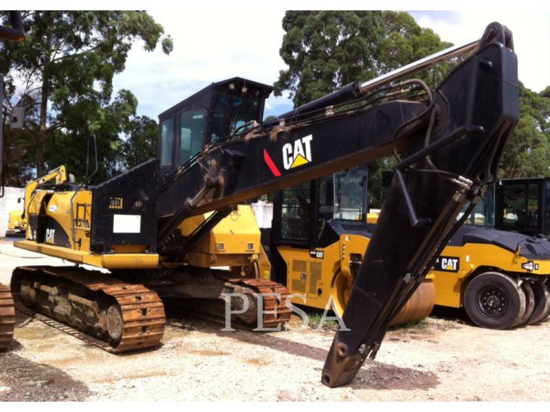 CATERPILLAR HOLZLADER 320DFMLLB equipment  photo 1