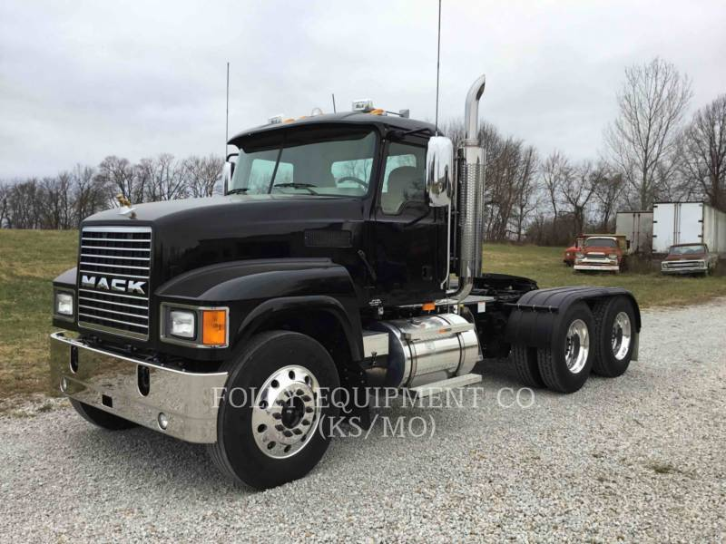 MACK CAMIONS ROUTIERS CNH613 equipment  photo 1