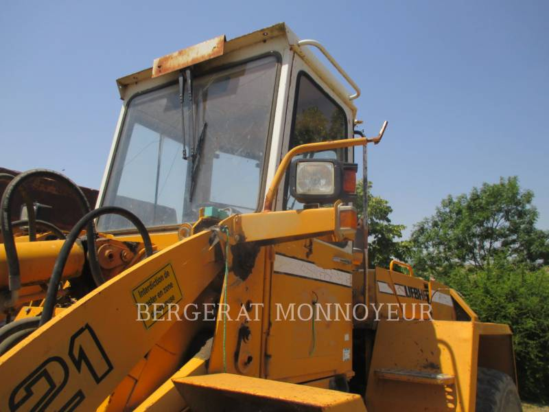 LIEBHERR WHEEL LOADERS/INTEGRATED TOOLCARRIERS L521 equipment  photo 2