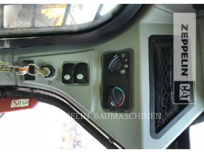 CATERPILLAR CHARGEURS COMPACTS RIGIDES 236D equipment  photo 11