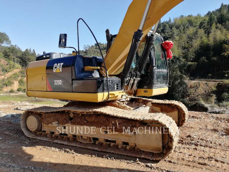 CATERPILLAR EXCAVADORAS DE CADENAS 330D2L equipment  photo 1