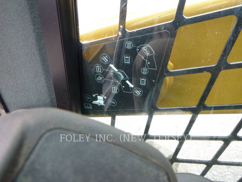 CATERPILLAR MINICARGADORAS 226D equipment  photo 10