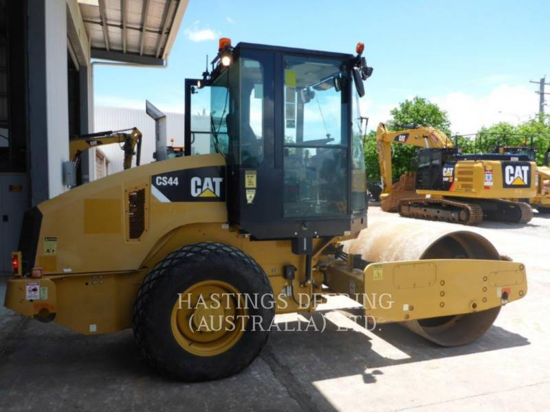 CATERPILLAR COMPACTEUR VIBRANT, MONOCYLINDRE LISSE CS 44 equipment  photo 3