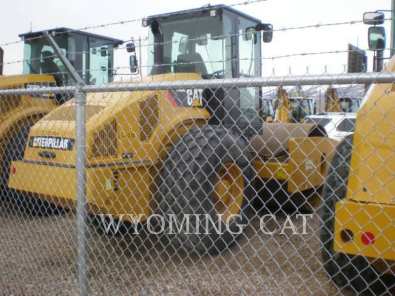 CATERPILLAR VIBRATORY SINGLE DRUM SMOOTH CS64 equipment  photo 4