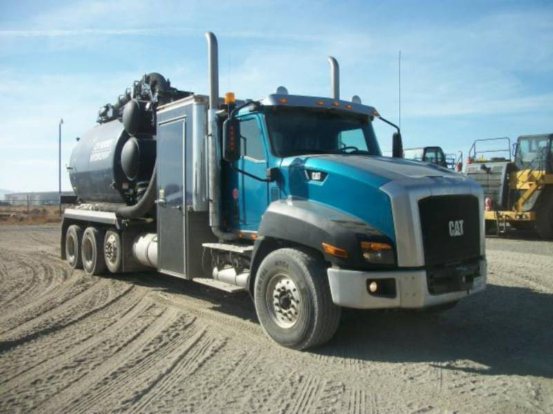 CATERPILLAR CAMIONS ROUTIERS CT660L equipment  photo 2