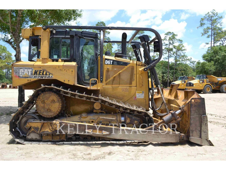 Detail photo of 2015 Caterpillar D6T XL from Construction Equipment Guide