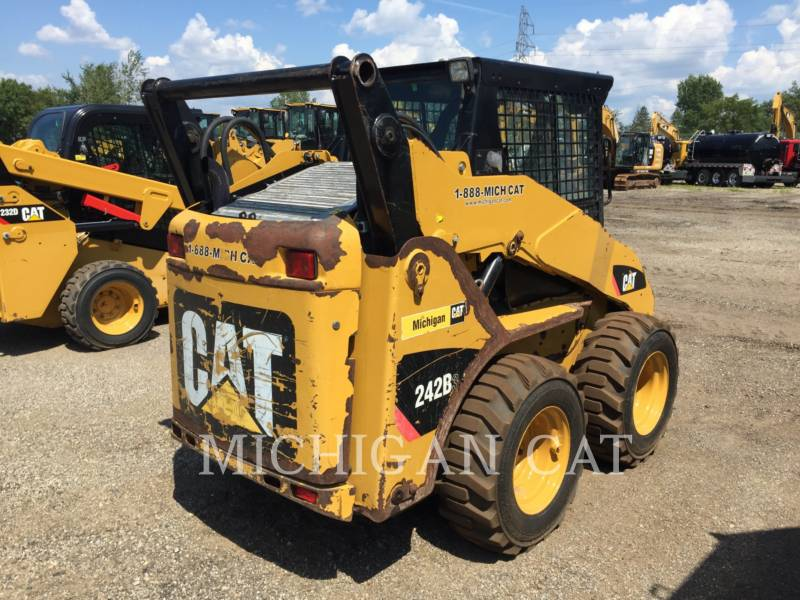 CATERPILLAR SKID STEER LOADERS 242B3 A2Q equipment  photo 4