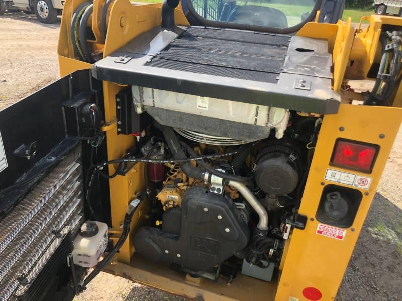 CATERPILLAR SKID STEER LOADERS 226 D equipment  photo 11
