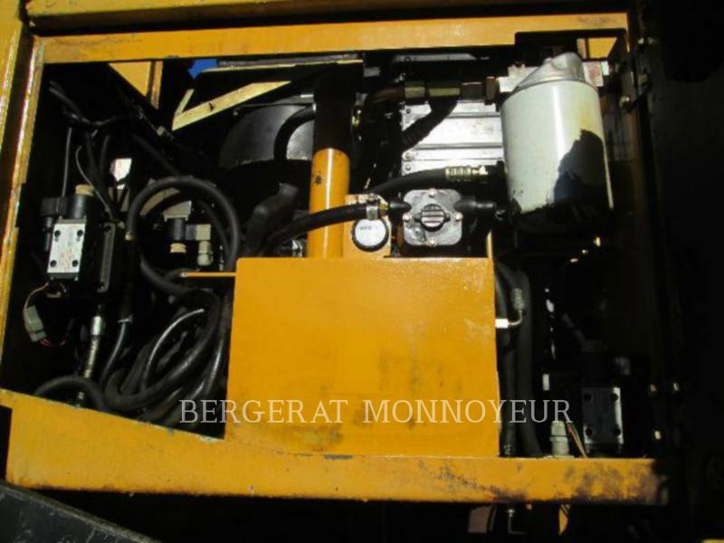 CATERPILLAR ASPHALT PAVERS BB621 equipment  photo 12
