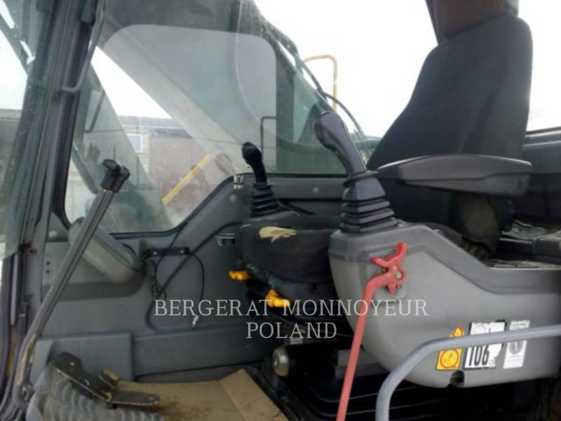 VOLVO KETTEN-HYDRAULIKBAGGER EC240B NLC equipment  photo 3