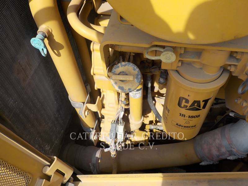 CATERPILLAR ブルドーザ D8T equipment  photo 14