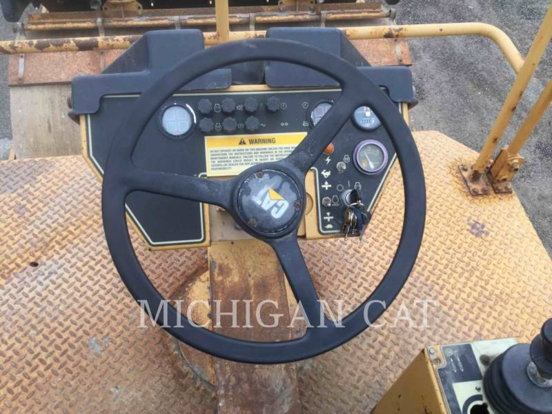 CATERPILLAR TAMBOR DOBLE VIBRATORIO ASFALTO CB-534C equipment  photo 20