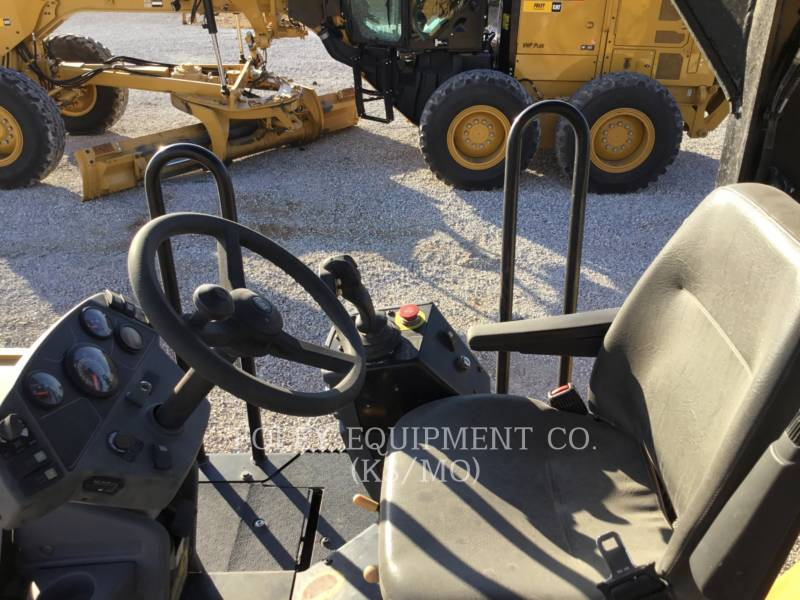 CATERPILLAR VERDICHTER CB54XW equipment  photo 5