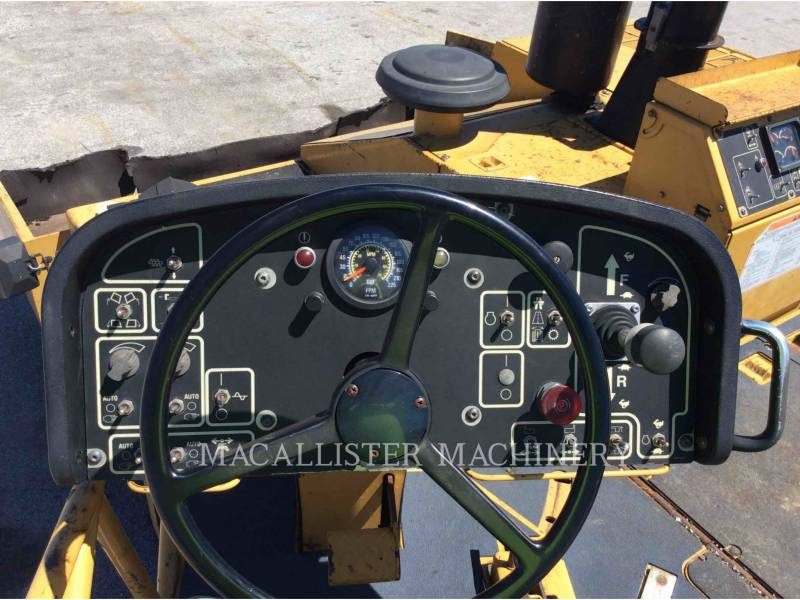 CATERPILLAR PAVIMENTADORA DE ASFALTO AP-1000D equipment  photo 17