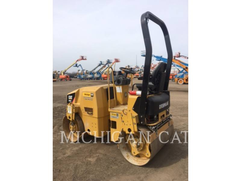 CATERPILLAR COMPACTEURS TANDEMS VIBRANTS CB24 equipment  photo 3