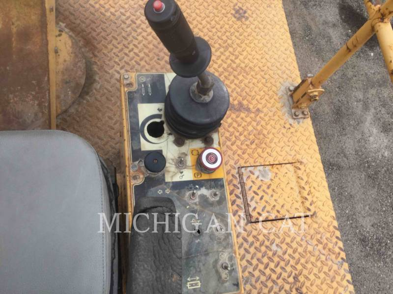 CATERPILLAR TAMBOR DOBLE VIBRATORIO ASFALTO CB-534C equipment  photo 19