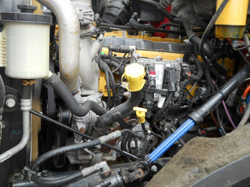 CATERPILLAR LKW CT660S equipment  photo 17