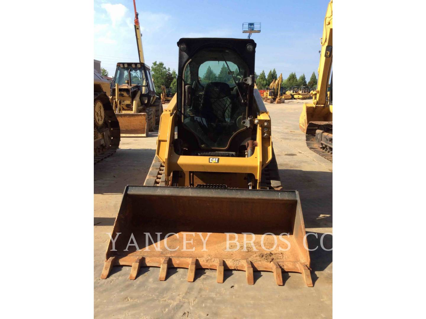 Detail photo of 2015 Caterpillar 249D from Construction Equipment Guide