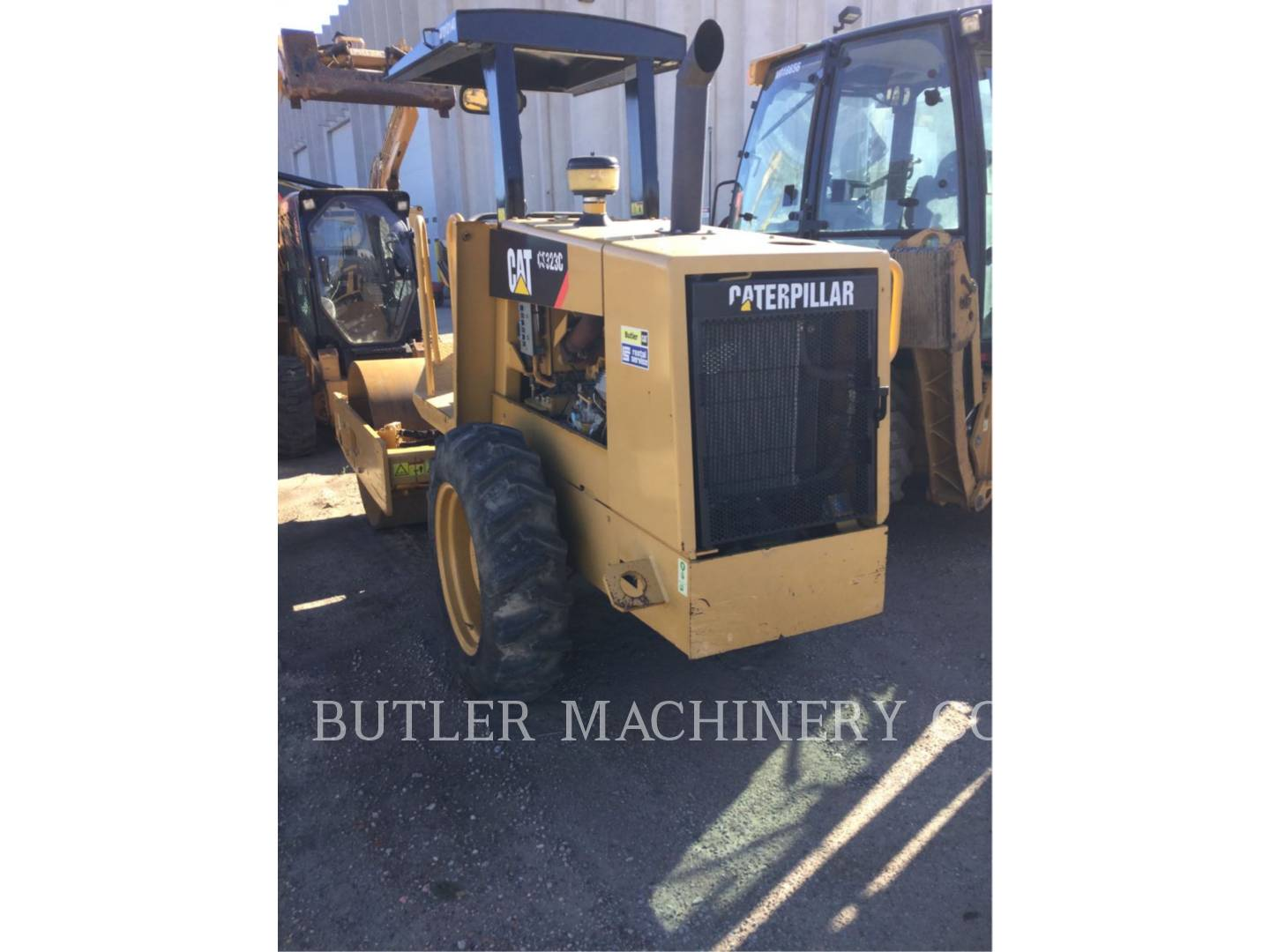 Detail photo of 2008 Caterpillar CS323C from Construction Equipment Guide